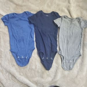 3 pack of Carters onesies size 12 months